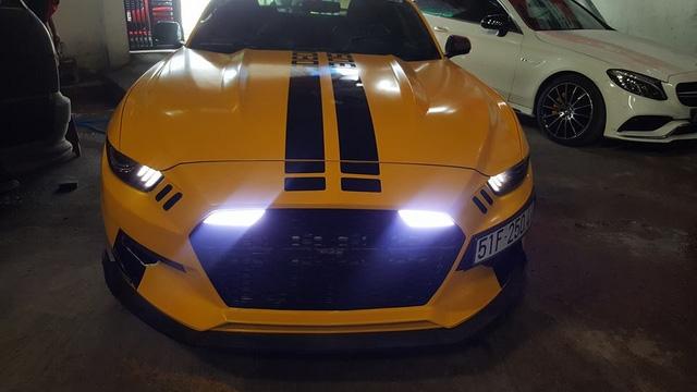 Siêu xe Aston Martin Vanquish cùng dàn xe thể thao tại Sài thành đồng loạt thay áo đề-can màu vàng - Ảnh 6.