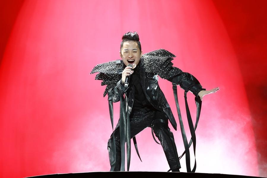 Tung Duong khong kim duoc nuoc mat trong live show rieng hinh anh 2