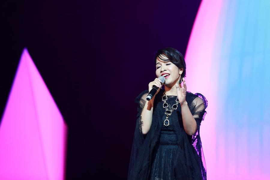 Tung Duong khong kim duoc nuoc mat trong live show rieng hinh anh 4