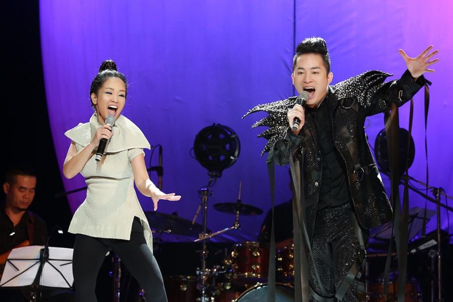 Tung Duong khong kim duoc nuoc mat trong live show rieng hinh anh 5