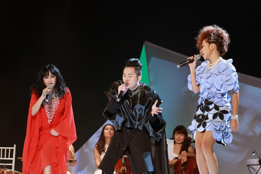 Tung Duong khong kim duoc nuoc mat trong live show rieng hinh anh 9