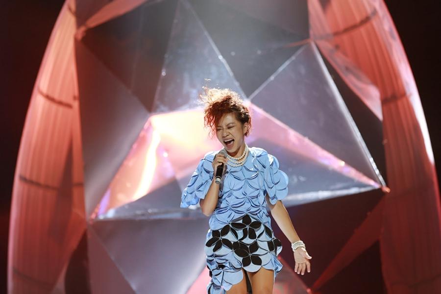 Tung Duong khong kim duoc nuoc mat trong live show rieng hinh anh 11