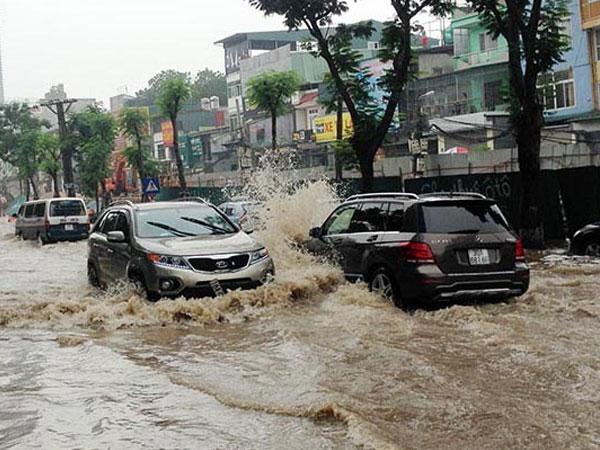 10 điều cần nhớ khi lái xe trong thời tiết mưa bão