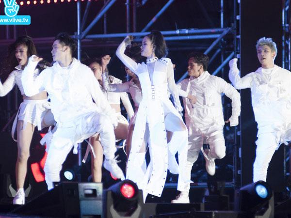 """Đông Nhi lên luôn trang chủ cổng thông tin lớn nhất Hàn Quốc sau màn biểu diễn đẳng cấp tại """"Asia Song Festival"""""""