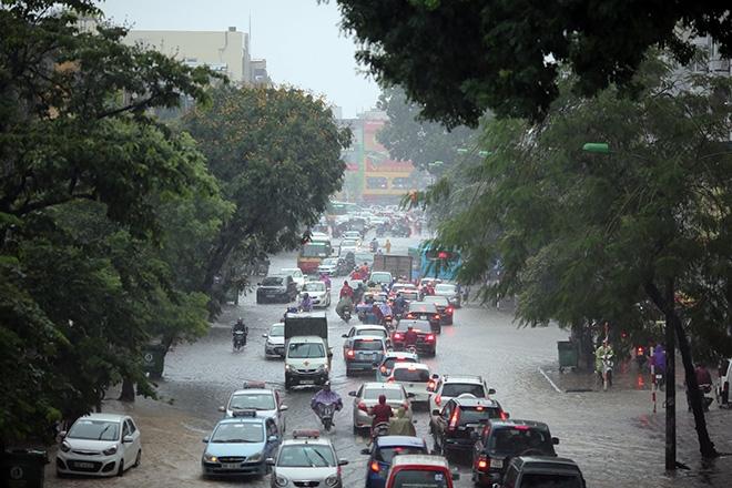Áp thấp nhiệt đới sắp đổ bộ Quảng Ninh-Hải Phòng, Hà Nội mưa lớn - 1