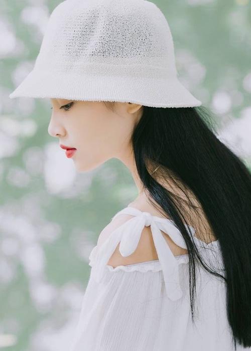 Nàng thơ mới của dân mạng Việt: Cô gái 22 tuổi dịu dàng với mái tóc đen và đôi mắt buồn - Ảnh 2.