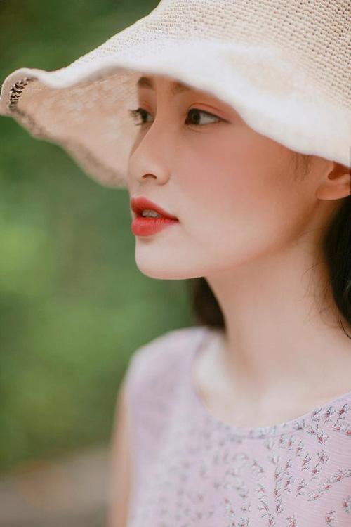 Nàng thơ mới của dân mạng Việt: Cô gái 22 tuổi dịu dàng với mái tóc đen và đôi mắt buồn - Ảnh 4.