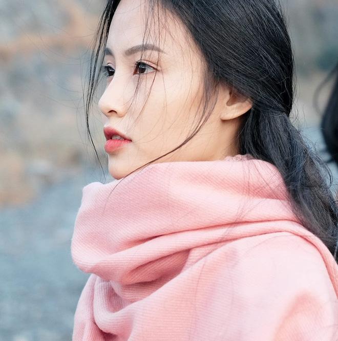 """""""Nàng thơ"""" mới của dân mạng Việt: Cô gái 22 tuổi dịu dàng với mái tóc đen và đôi mắt buồn - Ảnh 5."""