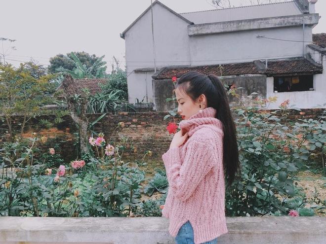 """""""Nàng thơ"""" mới của dân mạng Việt: Cô gái 22 tuổi dịu dàng với mái tóc đen và đôi mắt buồn - Ảnh 7."""