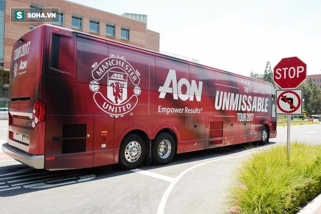 Sau khi ghi bàn quyết định, Lukaku bị Man United bỏ rơi cách nhà hàng trăm cây số - Ảnh 1.