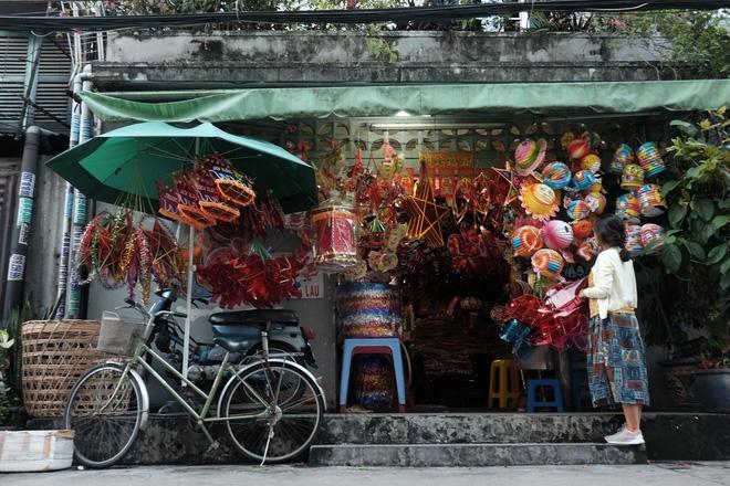 Xóm lồng đèn xưa nhất Sài Gòn vào mùa, bán hàng ngàn chiếc cho khách dịp Trung thu - Ảnh 3.