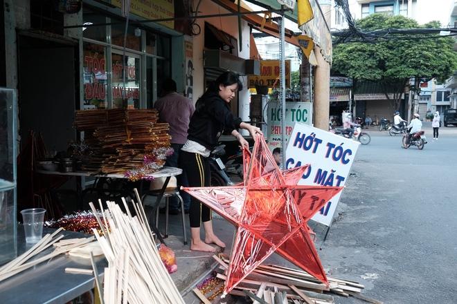 Xóm lồng đèn xưa nhất Sài Gòn vào mùa, bán hàng ngàn chiếc cho khách dịp Trung thu - Ảnh 7.