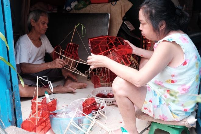 Xóm lồng đèn xưa nhất Sài Gòn vào mùa, bán hàng ngàn chiếc cho khách dịp Trung thu - Ảnh 11.