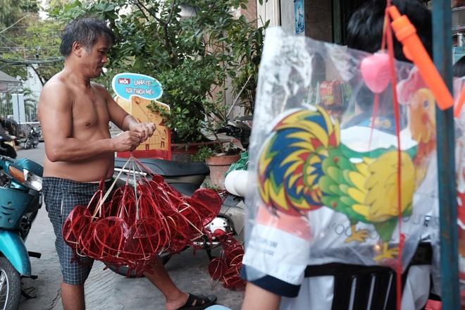Xóm lồng đèn xưa nhất Sài Gòn vào mùa, bán hàng ngàn chiếc cho khách dịp Trung thu - Ảnh 14.