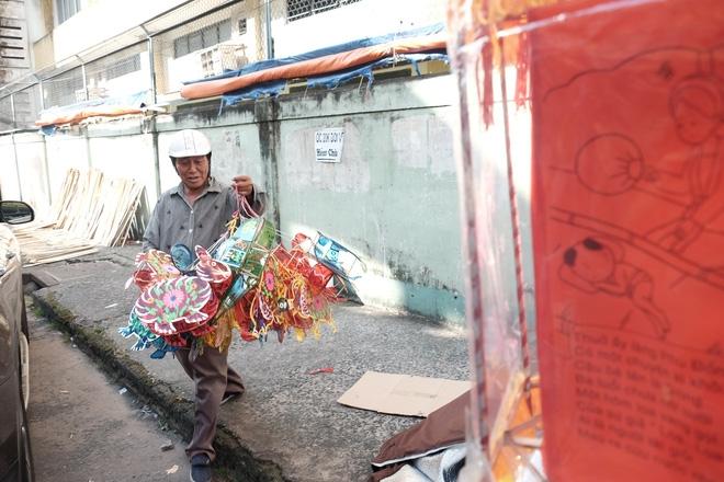 Xóm lồng đèn xưa nhất Sài Gòn vào mùa, bán hàng ngàn chiếc cho khách dịp Trung thu - Ảnh 15.