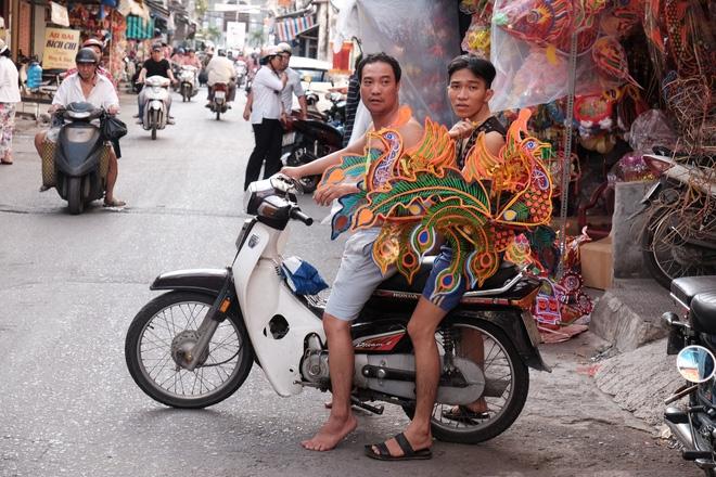 Xóm lồng đèn xưa nhất Sài Gòn vào mùa, bán hàng ngàn chiếc cho khách dịp Trung thu - Ảnh 16.