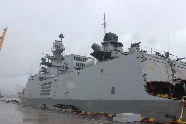 INS Satpura là tàu hộ vệ lớp Shivalik Project 17 của Hải quân Ấn Độ và bắt đầu được đưa vào biên chế từ năm 2011. Tàu do công ty đóng tàu nhà nước Ấn Độ Mazagon Dockyards Limited chế tạo.