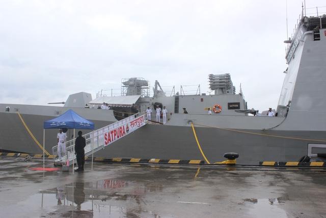 Tàu INS Satpura có khả năng tàng hình và có thể đạt tốc độ tối đa lên tới 60 km/giờ. Điều này cho phép tàu có khả năng di chuyển nhanh và tránh được radar của đối phương khi tham gia vào các chiến dịch trên biển.