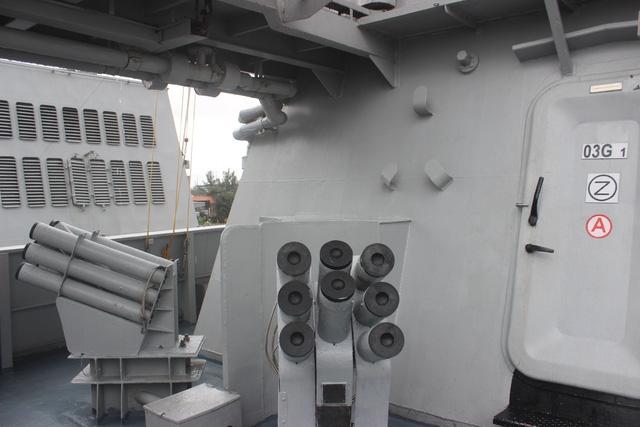Tàu INS Satpura được trang bị pháo hạm tầm trung mạnh mẽ, hệ thống phòng không Shtil có thể tấn công bất kỳ mục tiêu nào trong phạm vi 30 km.