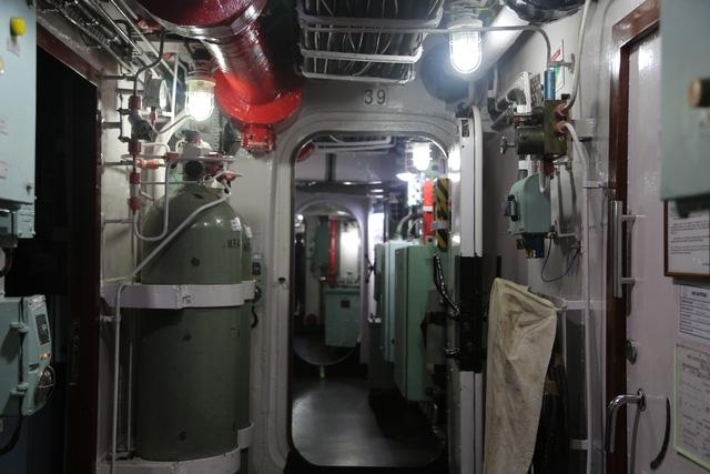 Một góc bên trong tàu hộ vệ INS Satpura của hải quân Ấn Độ