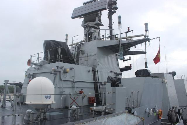 Ngoài tàu hộ vệ INS Satpura, tàu hộ vệ INS Kadmatt của hải quân Ấn Độ do Trung tá Nitin Cariappa dẫn đầu cũng tới thăm cảng Hải Phòng.