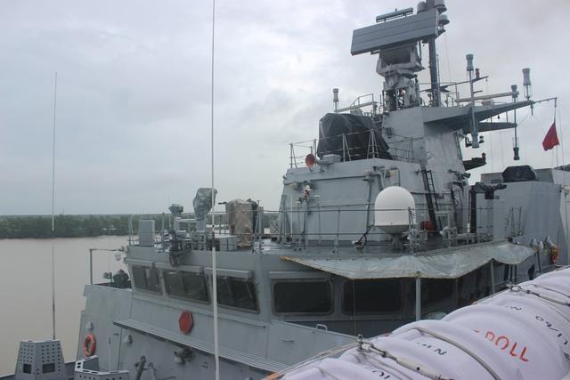 Tàu hộ vệ INS Kadmatt dài 109 m, lượng giãn nước 3.500 tấn và có thể đạt tốc độ 46 km/giờ.