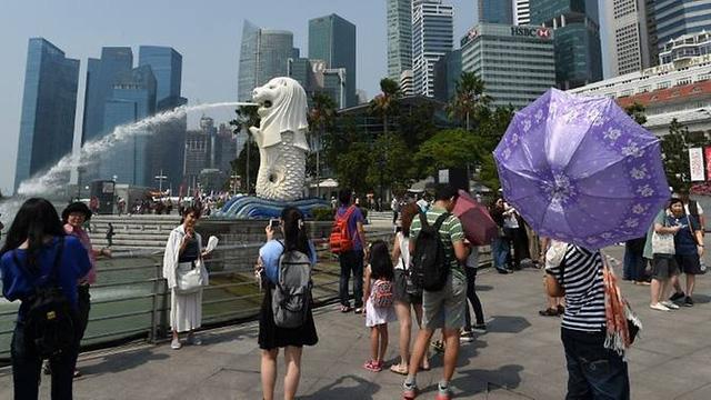 Du khách Trung Quốc được chỉ dạy về văn minh khi tới Singapore - Ảnh 1.