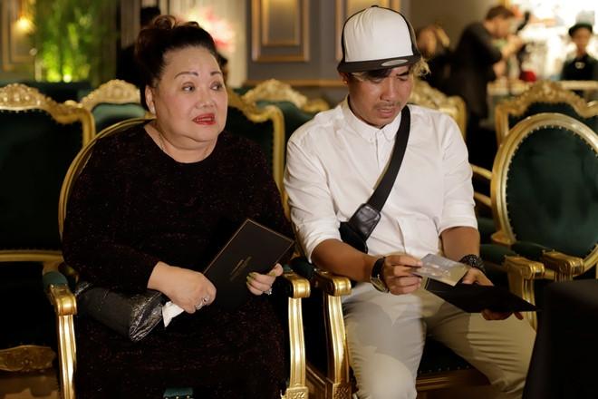 Hoai Linh dong vien Kieu Minh Tuan lam live show sau 10 nam chat vat hinh anh 3
