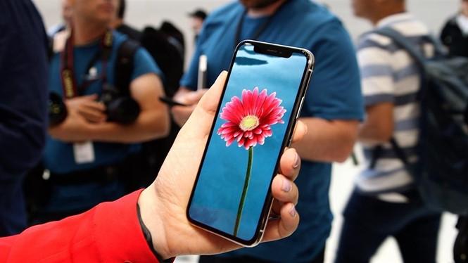 iPhone X được kỳ vọng là sẽ có đến 50 triệu đơn đặt mua sản phẩm trên toàn cầu /// Ảnh: AFP