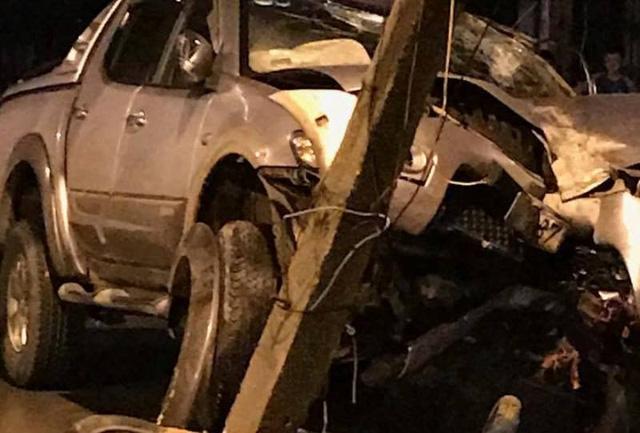 Người đàn ông tử nạn thương tâm, chiếc xe máy và ô tô hư hỏng nặng (Ảnh: VN)