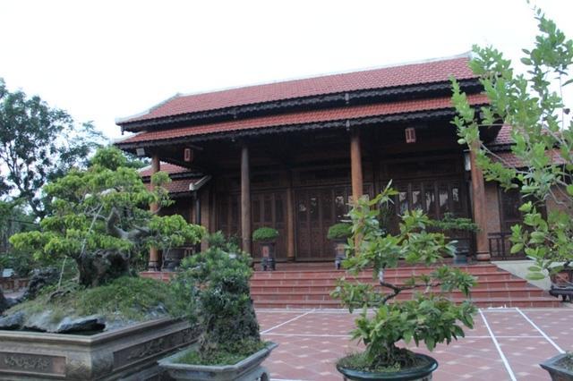 Ngôi nhà được thiết kế 3 gian, 2 chái, có sân vườn