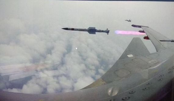 Tên lửa không-đối-không tân tiến nhất của Ấn Độ có gì đặc biệt? - Ảnh 1.