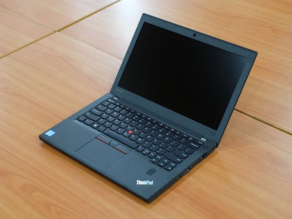 Laptop pin 21 tiếng của Lenovo