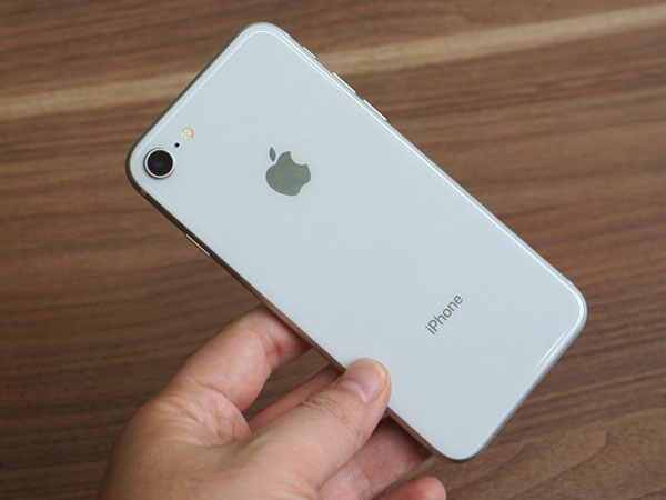 Linh kiện đắt hơn 10 USD, Apple tăng giá iPhone 8 50 USD