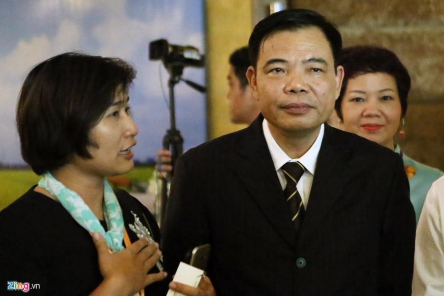 500 dai bieu du 'Hoi nghi Dien Hong' ban quyet sach cho DBSCL hinh anh 9