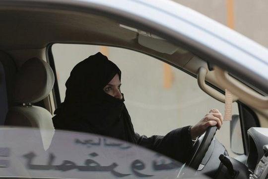 Ả Rập Saudi cho phép phụ nữ lái xe - Ảnh 1.