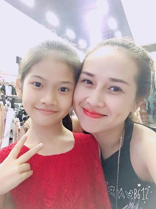 Mẹ và con gái - hình ảnh Bích Hạnh chia sẻ trên mạng xã hội khiến nhiều người ngỡ ngàng