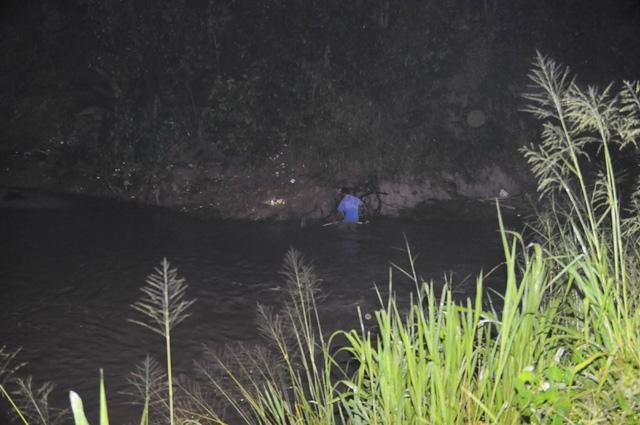 Bé trai bị nước cuốn mất tích, điều người nhái đến tìm kiếm - Ảnh 4.