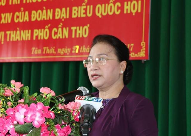 Chủ tịch QH Nguyễn Thị Kim Ngân tiếp xúc cử tri huyện Phong Điền, TP Cần Thơ ngày 27/9