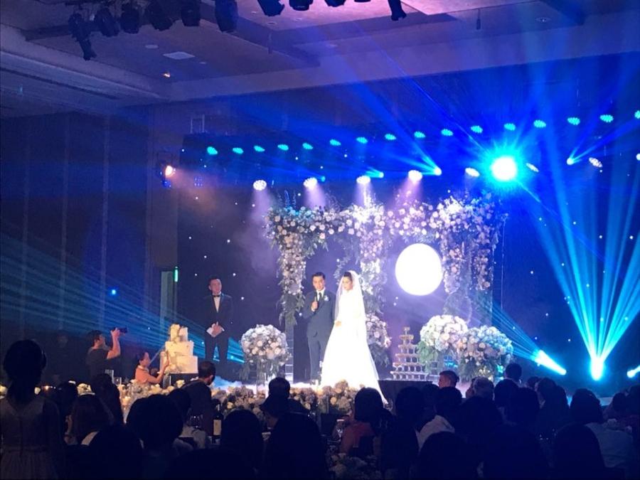 Giám đốc VTV24 Quang Minh xúc động trong lễ cưới với hôn thê kém 10 tuổi - 1