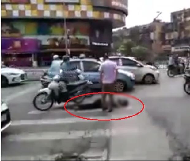 Hà Nội: Đôi nam nữ điều khiển xe máy tông cụ ông tử vong rồi bỏ chạy - Ảnh 1.