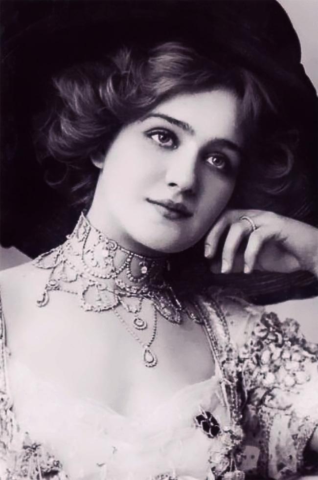 """Hình ảnh dung dị mà đẹp rạng ngời của 13 nàng """"quốc sắc thiên hương"""" từ 100 năm trước - Ảnh 1."""