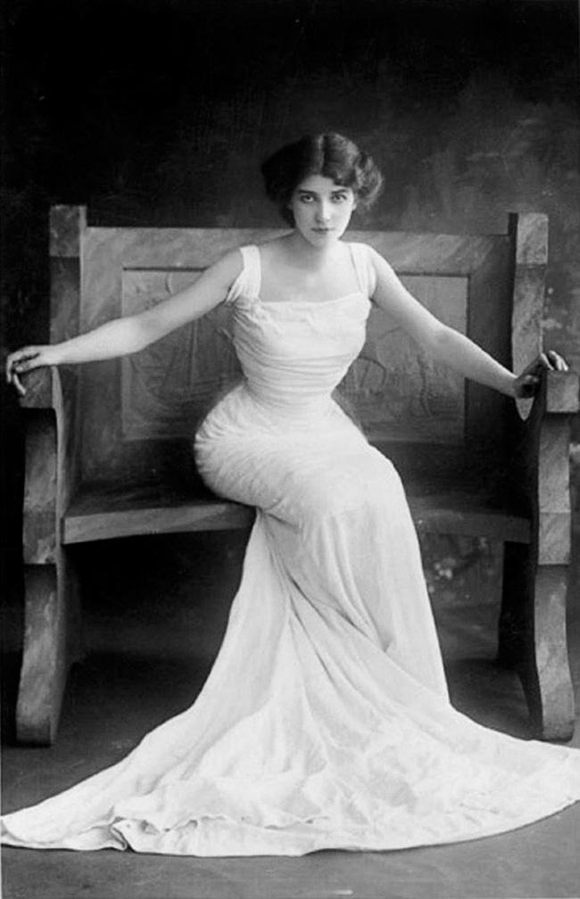 """Hình ảnh dung dị mà đẹp rạng ngời của 13 nàng """"quốc sắc thiên hương"""" từ 100 năm trước - Ảnh 11."""