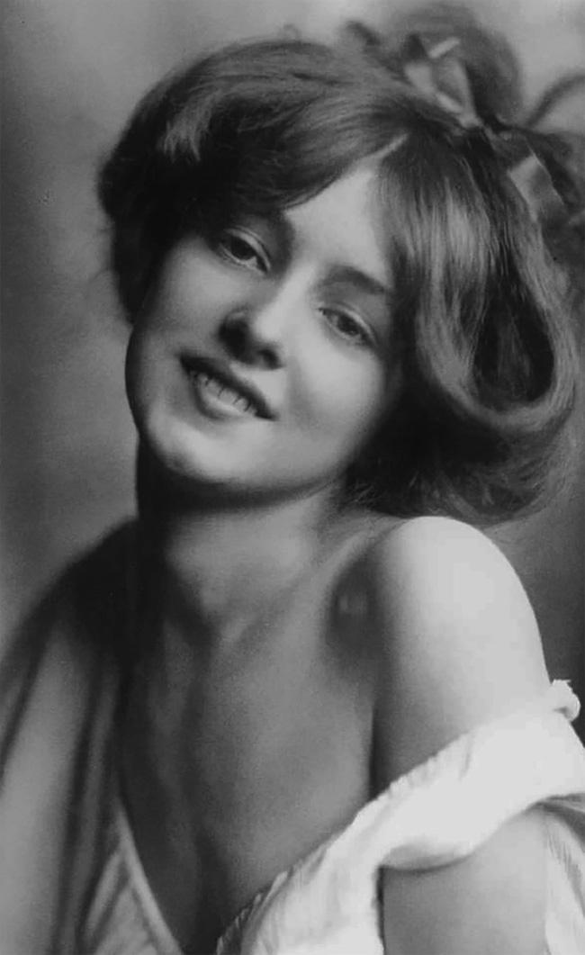 """Hình ảnh dung dị mà đẹp rạng ngời của 13 nàng """"quốc sắc thiên hương"""" từ 100 năm trước - Ảnh 12."""
