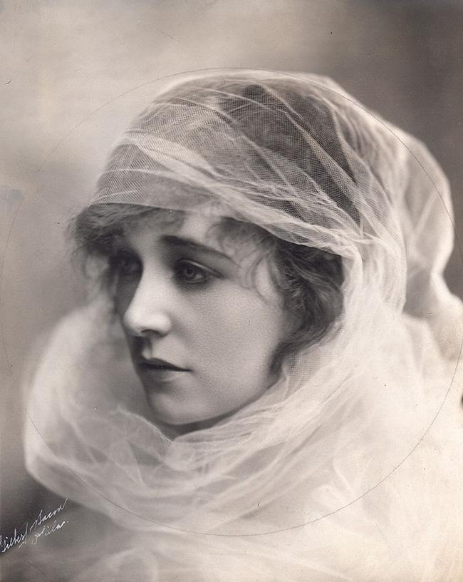"""Hình ảnh dung dị mà đẹp rạng ngời của 13 nàng """"quốc sắc thiên hương"""" từ 100 năm trước - Ảnh 17."""