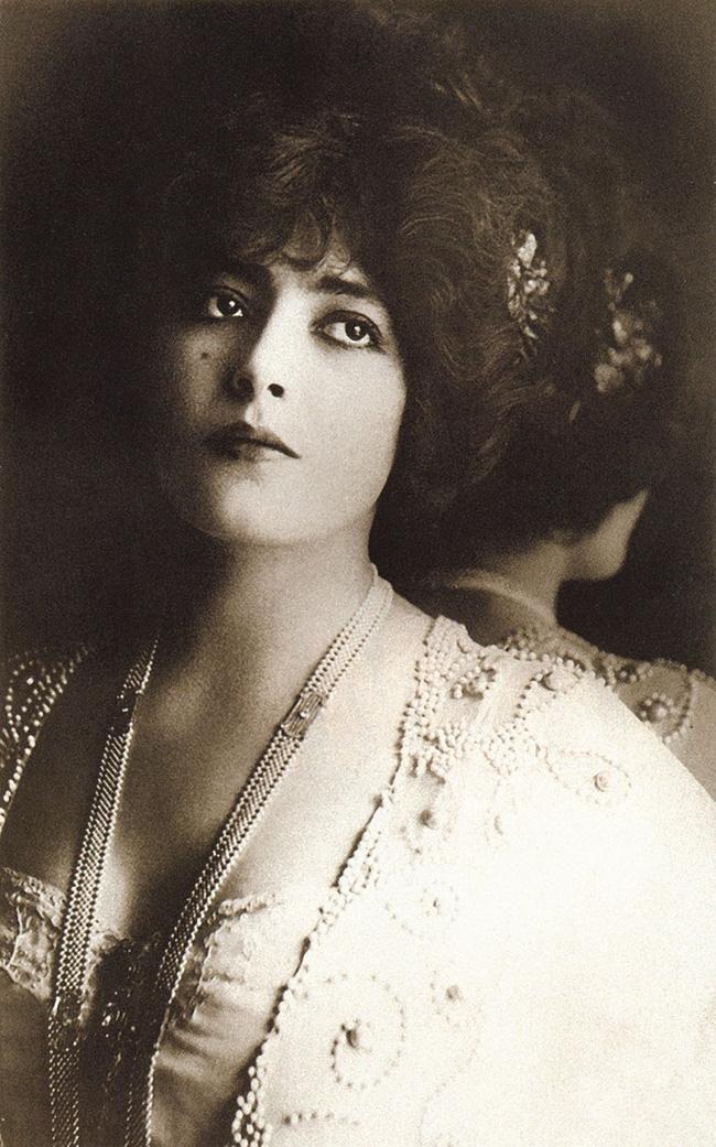 """Hình ảnh dung dị mà đẹp rạng ngời của 13 nàng """"quốc sắc thiên hương"""" từ 100 năm trước - Ảnh 18."""