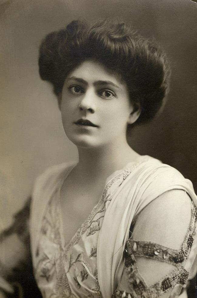 """Hình ảnh dung dị mà đẹp rạng ngời của 13 nàng """"quốc sắc thiên hương"""" từ 100 năm trước - Ảnh 22."""