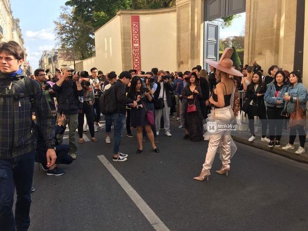 Vừa đấu khẩu chán chê với Tâm Tít xong, Maya đã khiến dân tình Paris thảng thốt vì style dị - Ảnh 4.