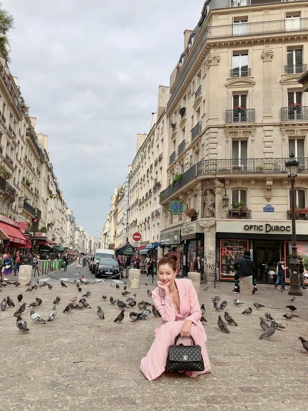 Vừa đấu khẩu chán chê với Tâm Tít xong, Maya đã khiến dân tình Paris thảng thốt vì style dị - Ảnh 5.