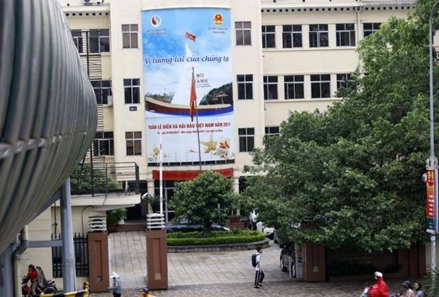 ... nhưng Bộ Tài nguyên và Môi trường vẫn tiếp tục sử dụng trụ sở cũ trên đường Nguyễn Chí Thanh. Ảnh: Như Ý.